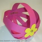Osterkörbchen pink mit gelber Blume - schnell selbst gebastelt