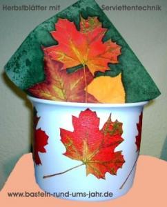 Herbstblätter mit Serviettentechnik auf Blumentopf
