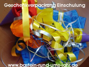 Geschenkverpackung Einschulung mit Zuckertte und buntem Geschenkband