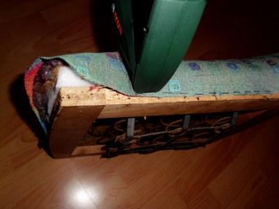 Stuhlkissen Bezug mit Tacker Nadeln versehen