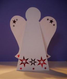 Engel mit Stern aus Papier