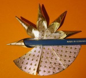 Kugel Weihnachtsstern aus Alufolie für den Weihnachtbaum oder Tannenbaum