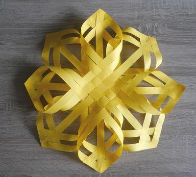 Gewebter Stern aus 20 Streifen, Papierkunst einfache Anleitung
