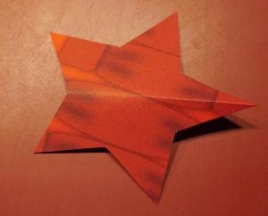 Einfacher 3D Stern Anleitung mit kostenloser Vorlage, perfekt für Kinder am Heiligen Abend