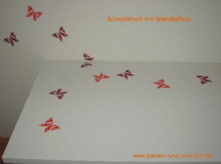 Ikea Schreibtisch mit Wand-Tattoo verschönern