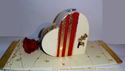 Geschenk zur Goldenen Hochzeit - ein Herz mit Rose und Bemalung