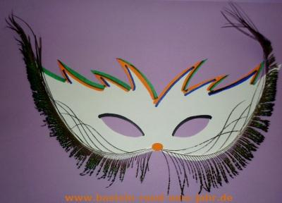 Faschingsmaske mit Pfauenfeder