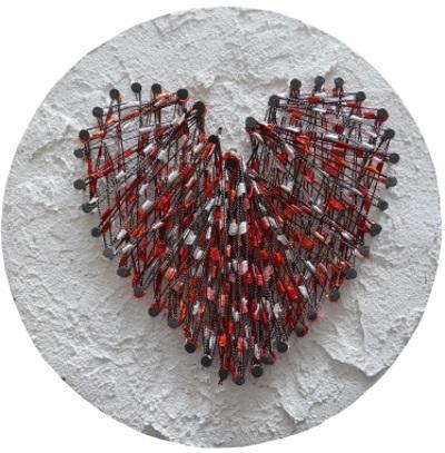 Herz zum Valentinstag aus Nagel und Faden
