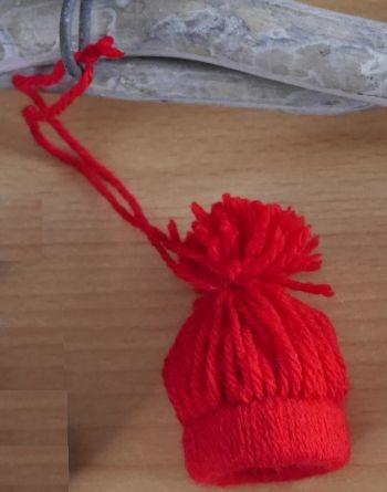 Kleine Mütze als Winterdekoration